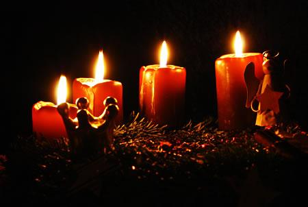 Adventskranz zum vierten Advent