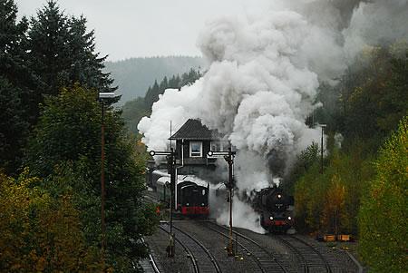 Bahnhof Brügge Westf. - Stellwerk und Dampflok 50 3655 mit Sonderzug