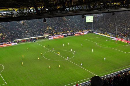 Anpfiff Zweite Halbzeit: Borussia Dortmund - VFB Stuttgart, 1:0