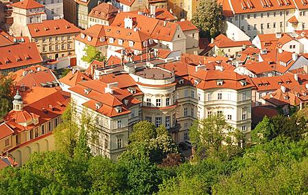 Deutsche Botschaft Prag von oben