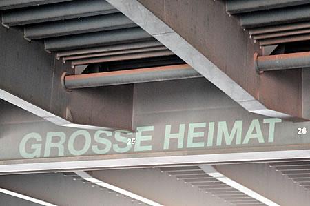Kanalglühen: Non Stop City - Grosse Heimat (Autobahnbrücke A3)
