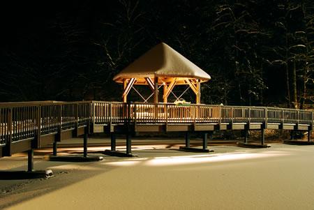 Verschneite neue Uelfebad Brücke