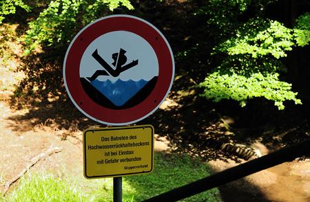 Wasser ist mit Gefahren verbunden!